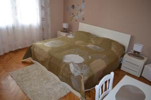 A bed or beds in a room at Apartments Mihalić
