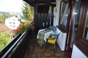Ein Balkon oder eine Terrasse in der Unterkunft Hotel Hohenried Im Rosengarten