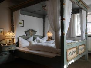 Ein Bett oder Betten in einem Zimmer der Unterkunft Dinkelsbühler Kunst-Stuben