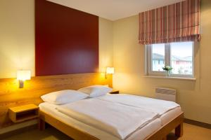 A bed or beds in a room at Dorfhotel Boltenhagen
