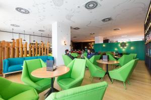 El salón o zona de bar de Vincci Bit