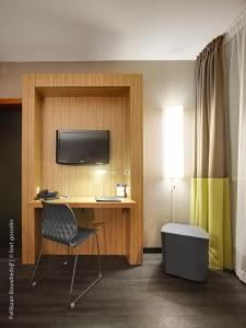 A television and/or entertainment center at BEST WESTERN Hotel Brussels South