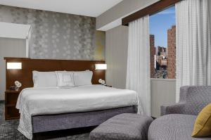 A bed or beds in a room at Courtyard New York Manhattan/Upper East Side