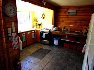 A kitchen or kitchenette at Hanmer Backpackers