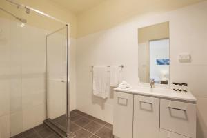 A bathroom at Nightcap at High Flyer Hotel