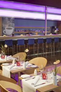 A restaurant or other place to eat at IntercityHotel Bonn