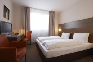 A bed or beds in a room at IntercityHotel Essen