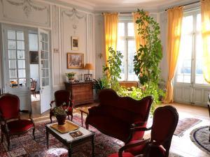 A seating area at Château de la Haye