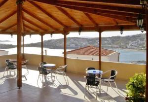 Ο χώρος του lounge ή του μπαρ στο Idroussa