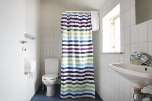 A bathroom at Motel Stege