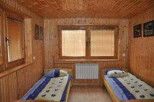 Łóżko lub łóżka w pokoju w obiekcie Dom w Leśnicy