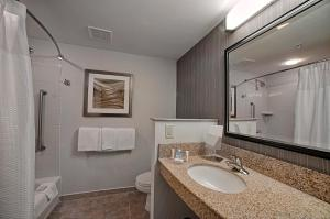 A bathroom at Courtyard Wall at Monmouth Shores Corporate Park