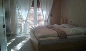 A bed or beds in a room at Azalea