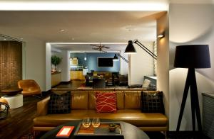 The lobby or reception area at Fifty Hotel & Suites by Affinia
