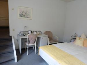 Ein Bett oder Betten in einem Zimmer der Unterkunft Hotel Am Hehlentor