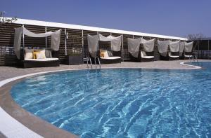 シャングリラズ ファー イースタン プラザ ホテル タイナンの敷地内または近くにあるプール