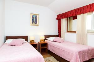 A bed or beds in a room at Apartments Lepur