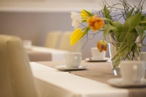 Ein Restaurant oder anderes Speiselokal in der Unterkunft Hotel Kiez Pension Berlin