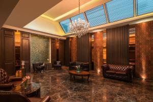 The lobby or reception area at Radisson Suites Bangkok Sukhumvit