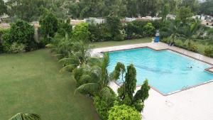 A view of the pool at Avari Tower Karachi or nearby