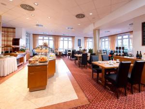 Ein Restaurant oder anderes Speiselokal in der Unterkunft ACHAT Hotel Schwarzheide Lausitz
