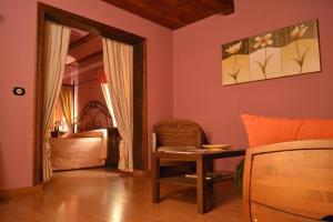 A seating area at Hotel - Restaurante Prado Del Navazo