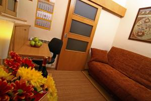 "A seating area at ""Ateneu"" Apartments"