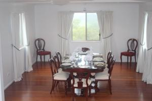 A restaurant or other place to eat at Highwood Park B&B Guest Lodge
