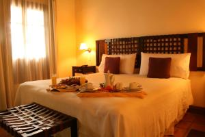 A bed or beds in a room at Altalaluna Hotel Boutique & Spa