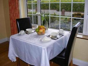 A restaurant or other place to eat at Lanesville B&B
