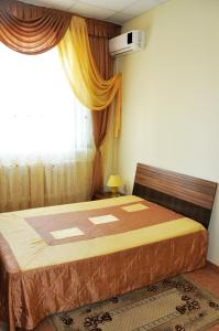 A bed or beds in a room at Piramida Hotel