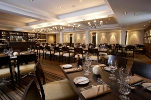 A restaurant or other place to eat at Lancaster House Hotel