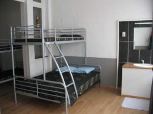 Ein Etagenbett oder Etagenbetten in einem Zimmer der Unterkunft Logies Lucullus
