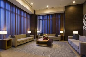A seating area at Hotel Sunroute Chiba