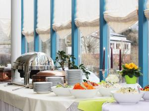 A restaurant or other place to eat at Landhotel Weinrich