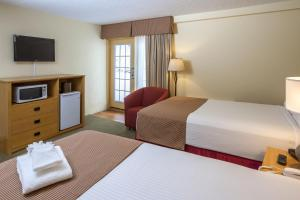 A bed or beds in a room at Lodge at Bromley