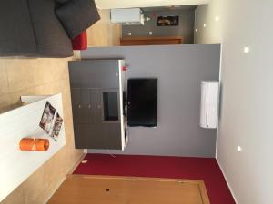 Una televisión o centro de entretenimiento en Apartment Traginers