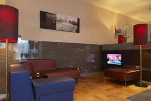 A seating area at IntercityHotel Mannheim