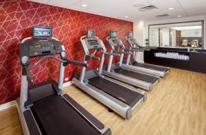 The fitness center and/or fitness facilities at Courtyard by Marriott Boston Brookline