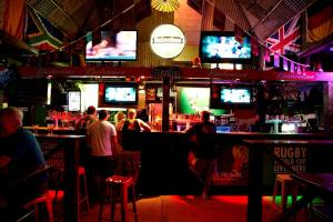 A restaurant or other place to eat at Nomads Brisbane Hostel