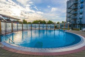 Piscina de la sau aproape de Radenci Spa Resort - Sava Hotels & Resorts