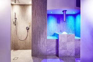Ein Badezimmer in der Unterkunft Mountain Boutiquehotel Der Grüne Baum