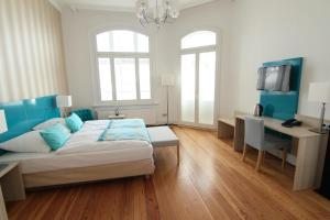 A bed or beds in a room at Villa WellenRausch - Adults Only