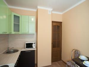 Кухня или мини-кухня в InnDays Apartments Молодежная