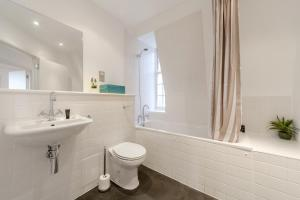 A bathroom at Roomspace Serviced Apartments - Groveland Court