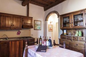 A kitchen or kitchenette at RELAIS Le Querciole
