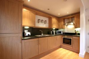 A kitchen or kitchenette at Old Library Apartments By Flying Butler