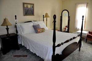 A bed or beds in a room at Stafford House Bed & Breakfast