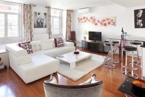 A seating area at Lisbon Rentals Chiado