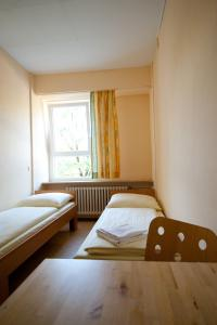 A bed or beds in a room at Hostel Haus international